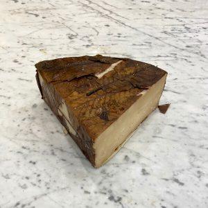 Formaggio piemontese in foglie di castagno | Luciano Bifulco