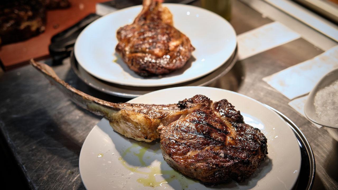 Bistecca Tomahawk cos'è e come cucinarla | Luciano Bifulco